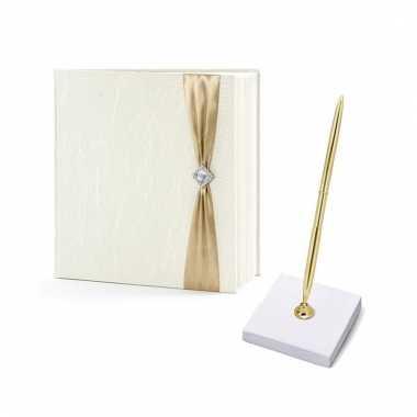 Bruiloft gastenboek creme met luxe pen incl. houder